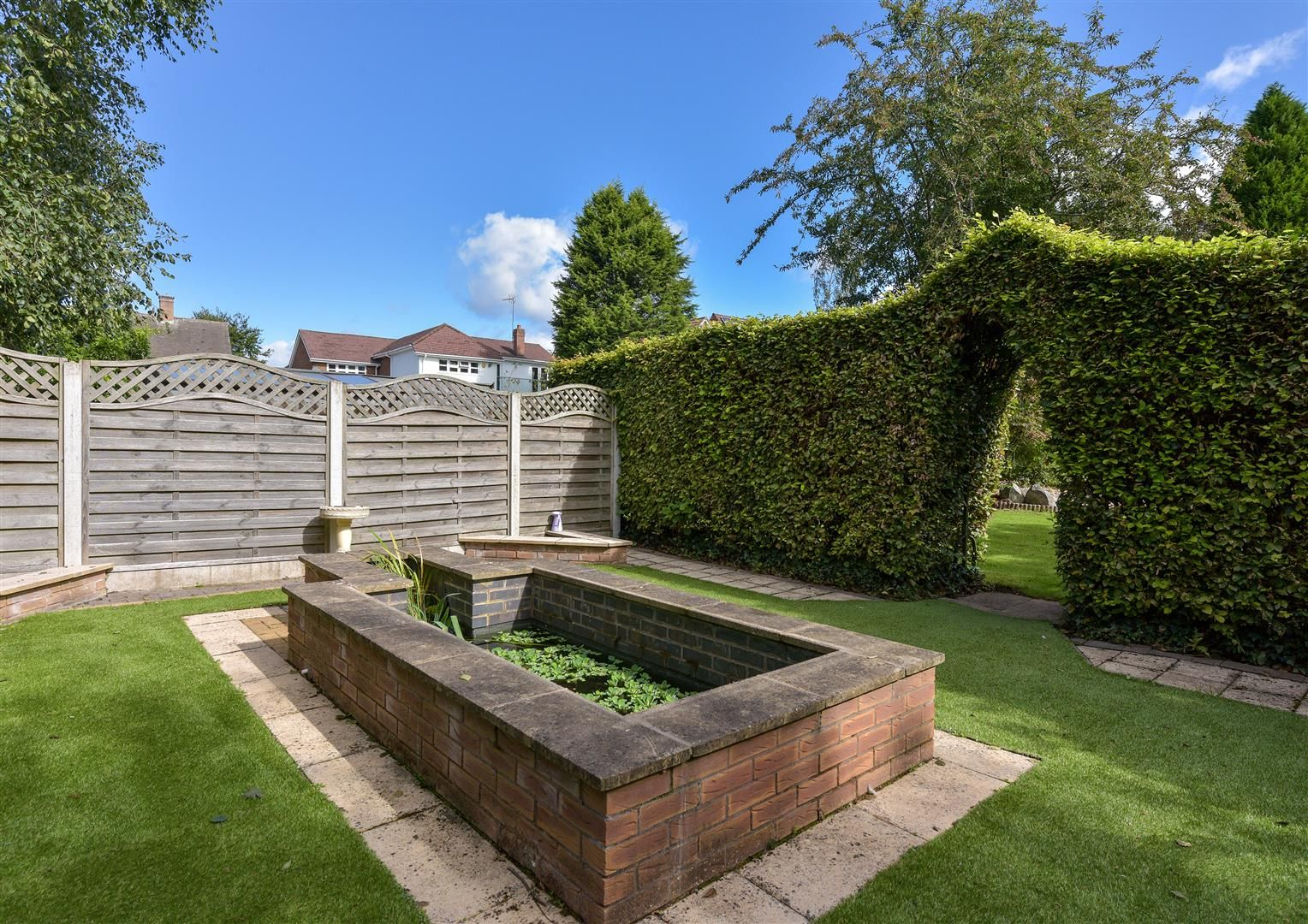 6 bed detached for sale in Hagley 40