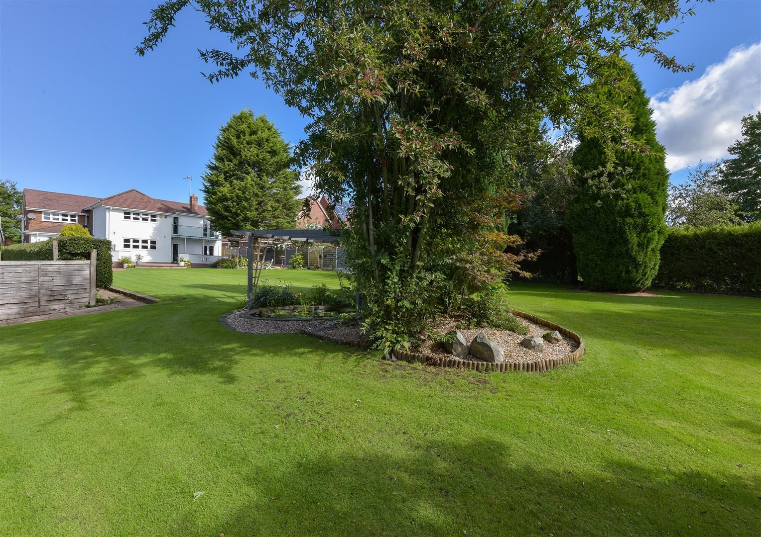 6 bed detached for sale in Hagley 41