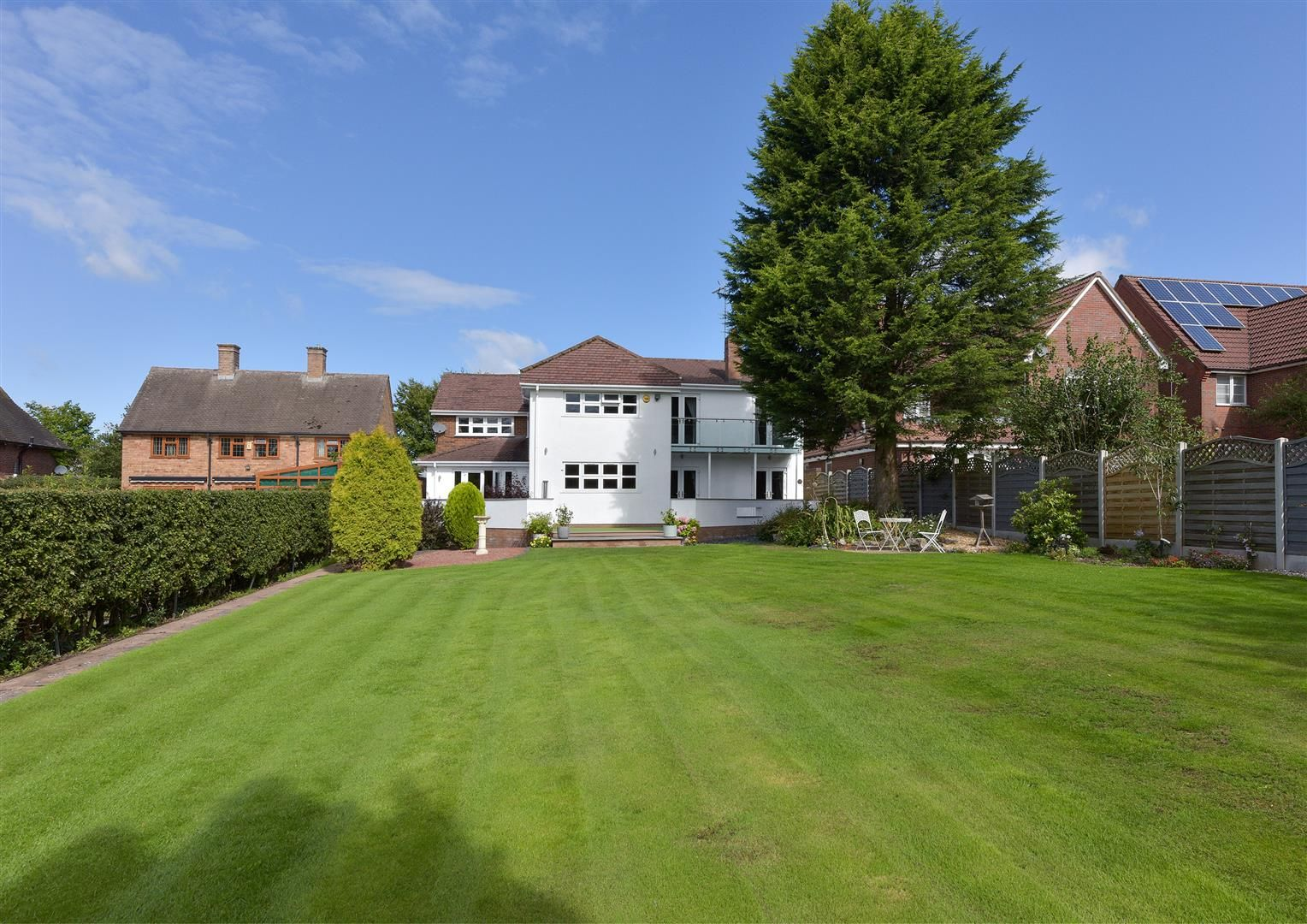 6 bed detached for sale in Hagley 42