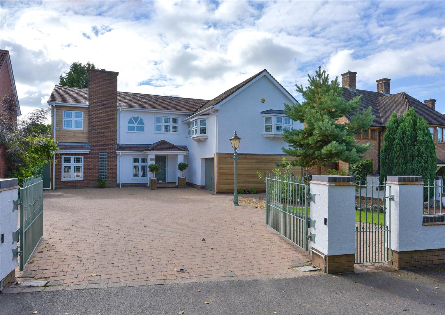 6 bed detached for sale in Hagley 48