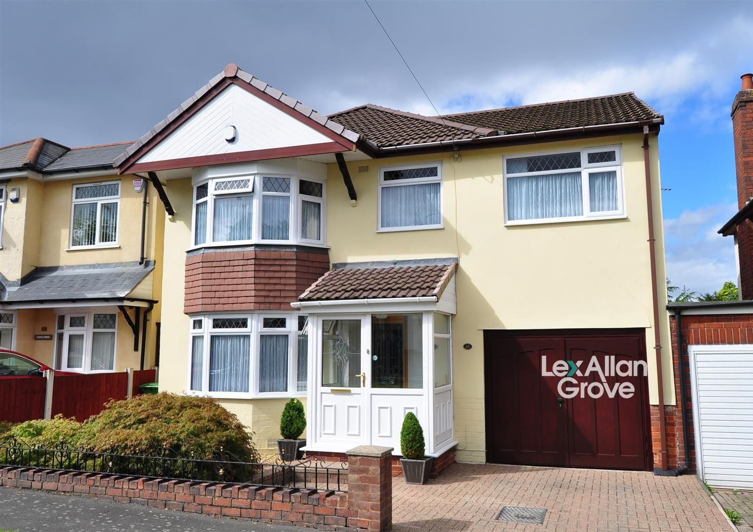 3 bed detached for sale, B62