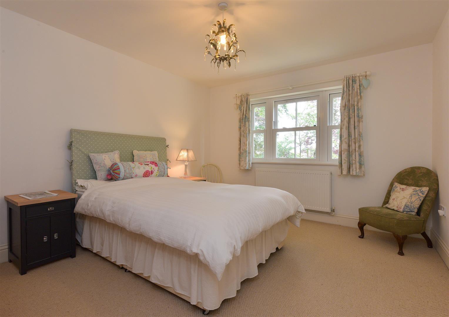 6 bed detached for sale in Kinver 13