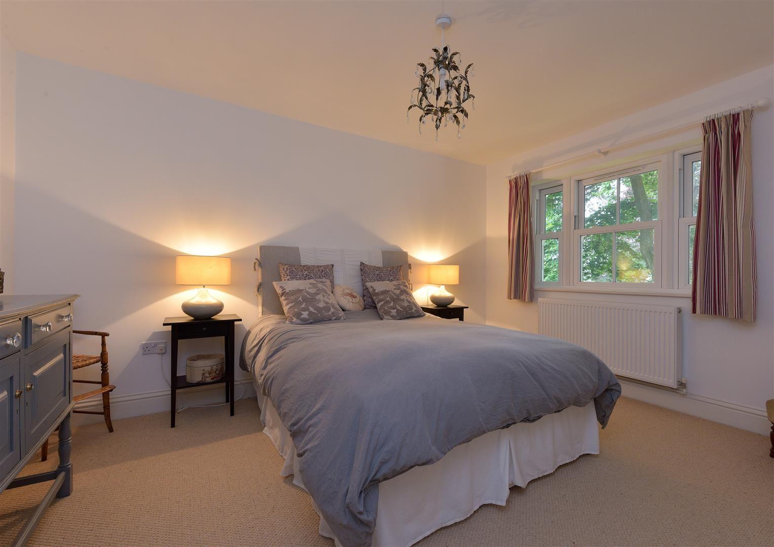 6 bed detached for sale in Kinver 14