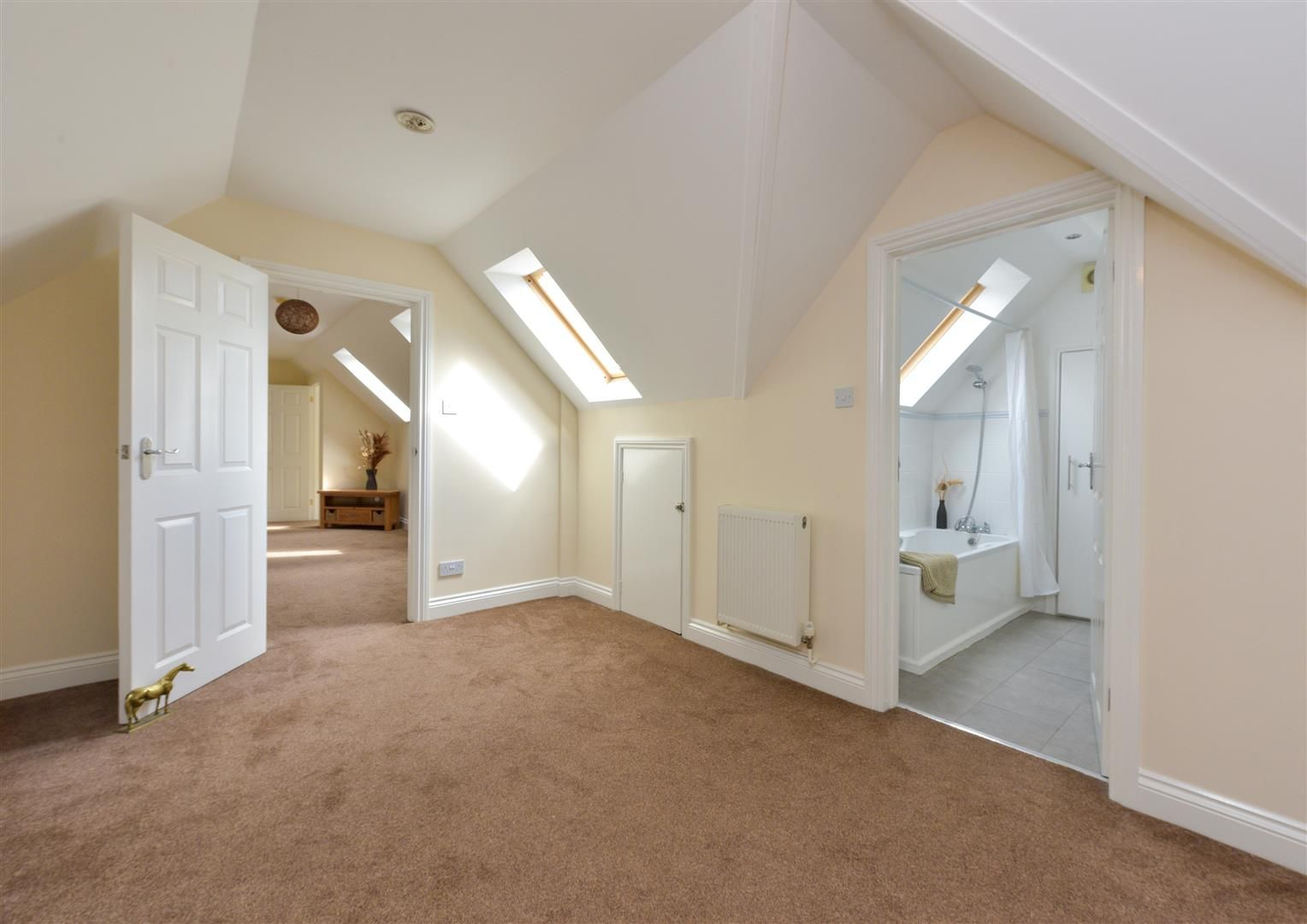 8 bed detached for sale  - Property Image 19