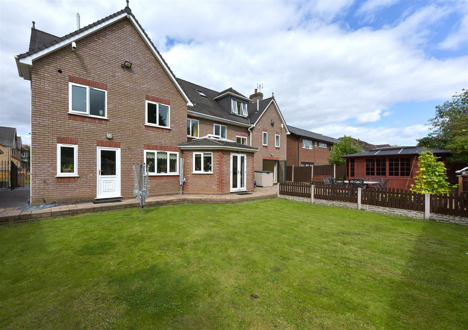 8 bed detached for sale 26