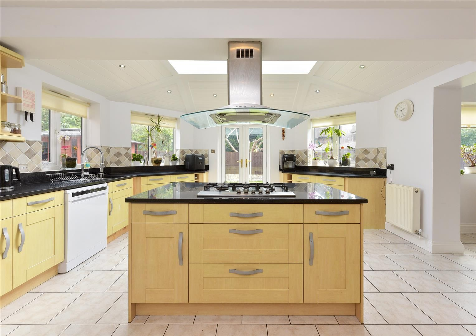 8 bed detached for sale  - Property Image 4