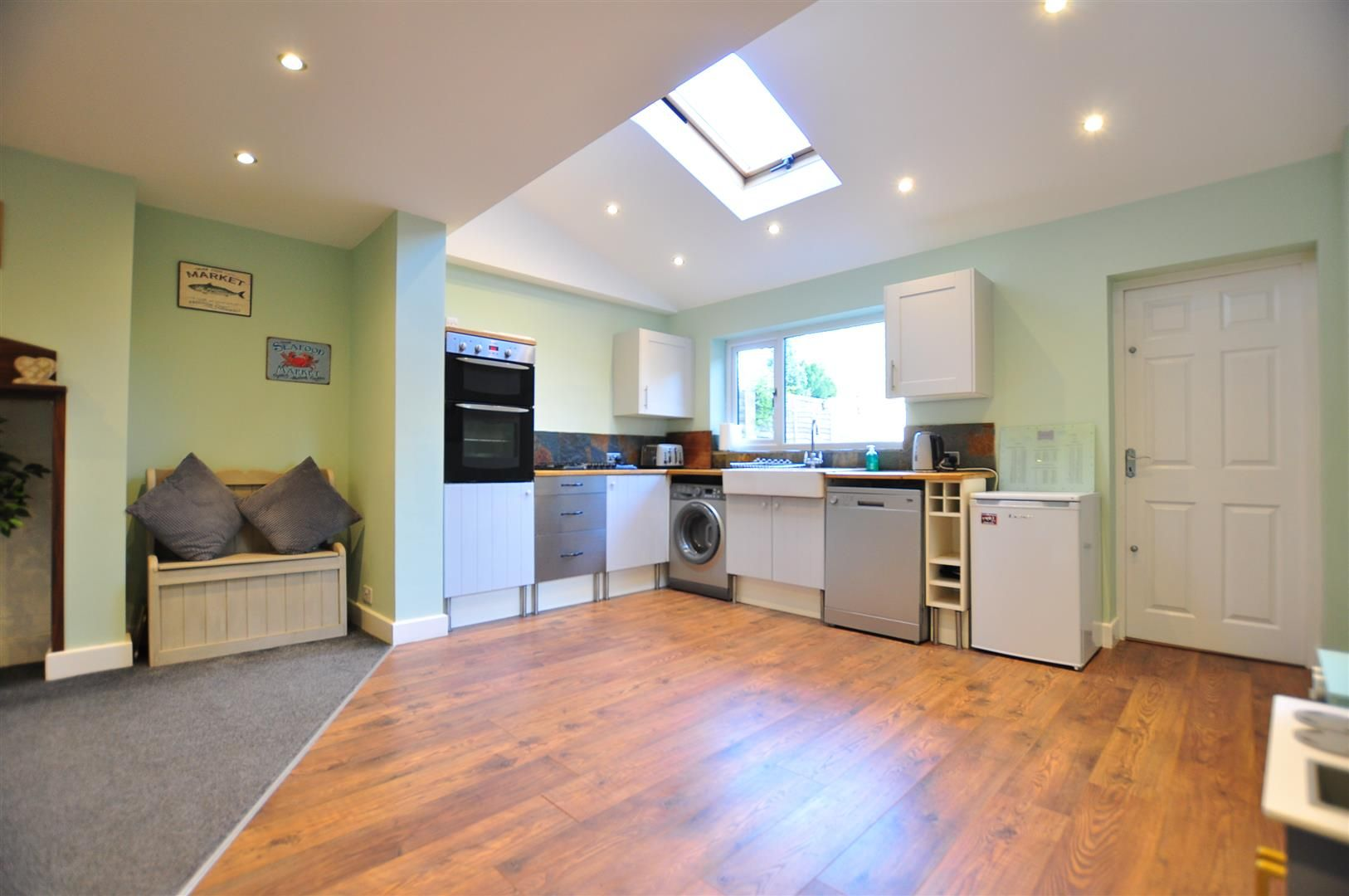 4 bed semi-detached for sale  - Property Image 2