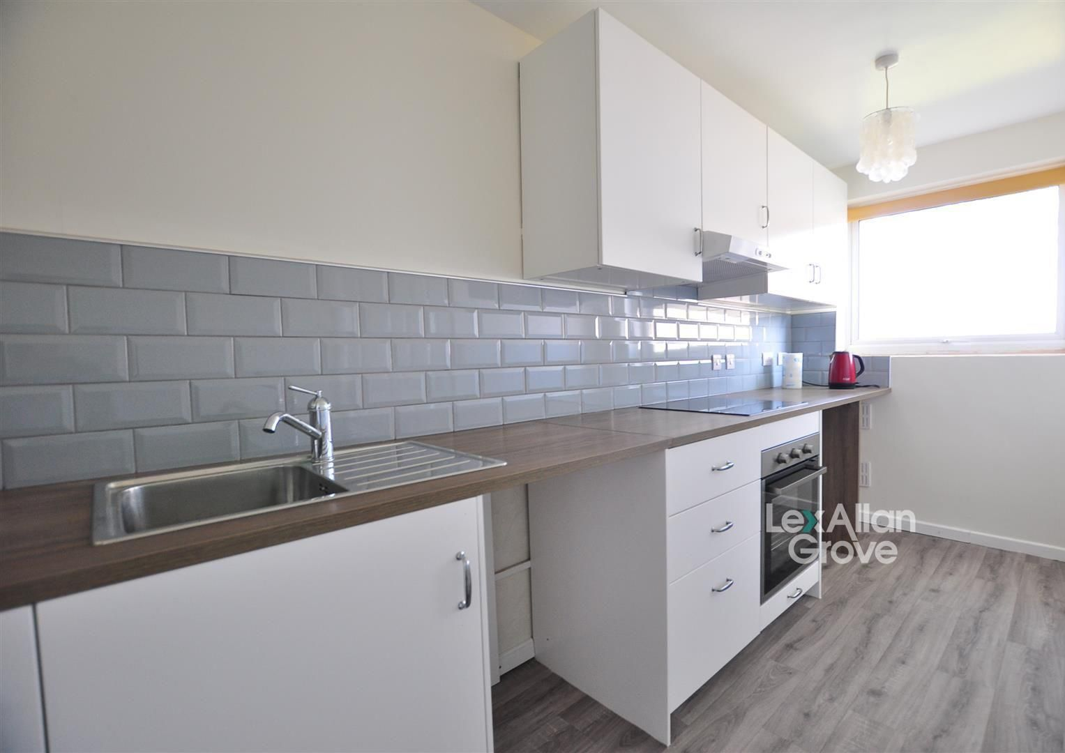 2 bed flat for sale, B63