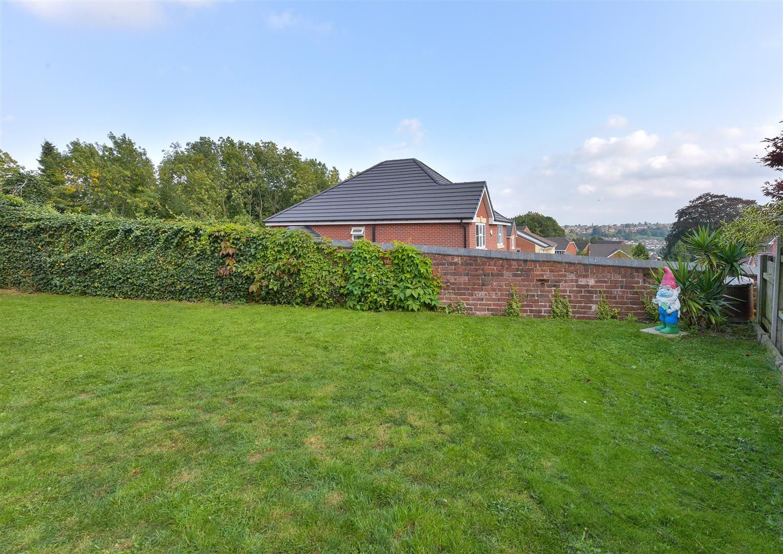 3 bed detached for sale 24