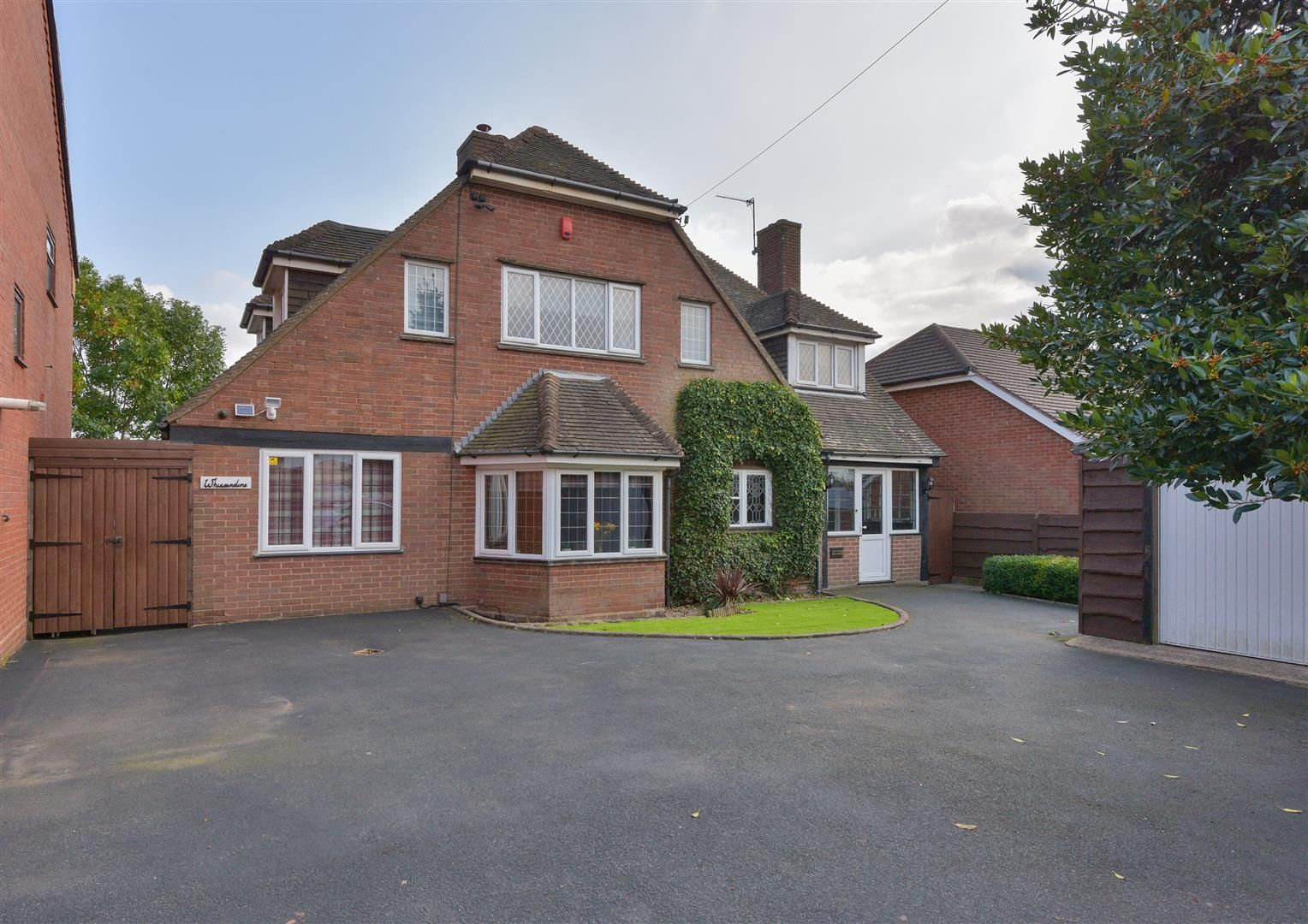 3 bed detached for sale 28