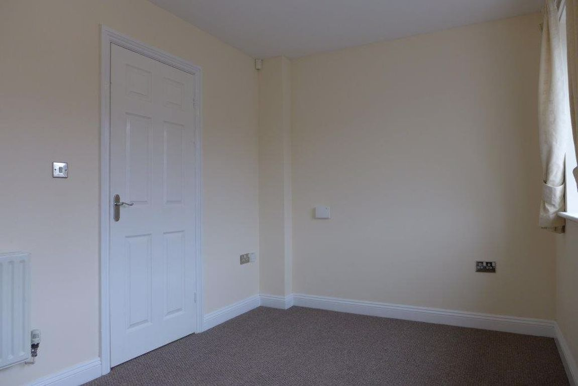 3 bed  to rent  - Property Image 8