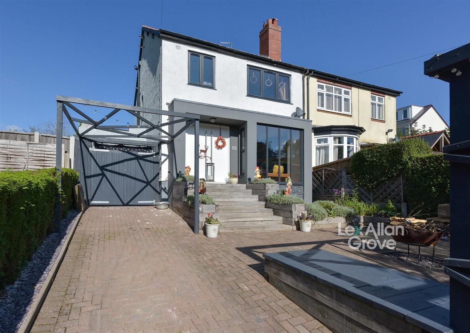 4 bed semi-detached for sale, B64