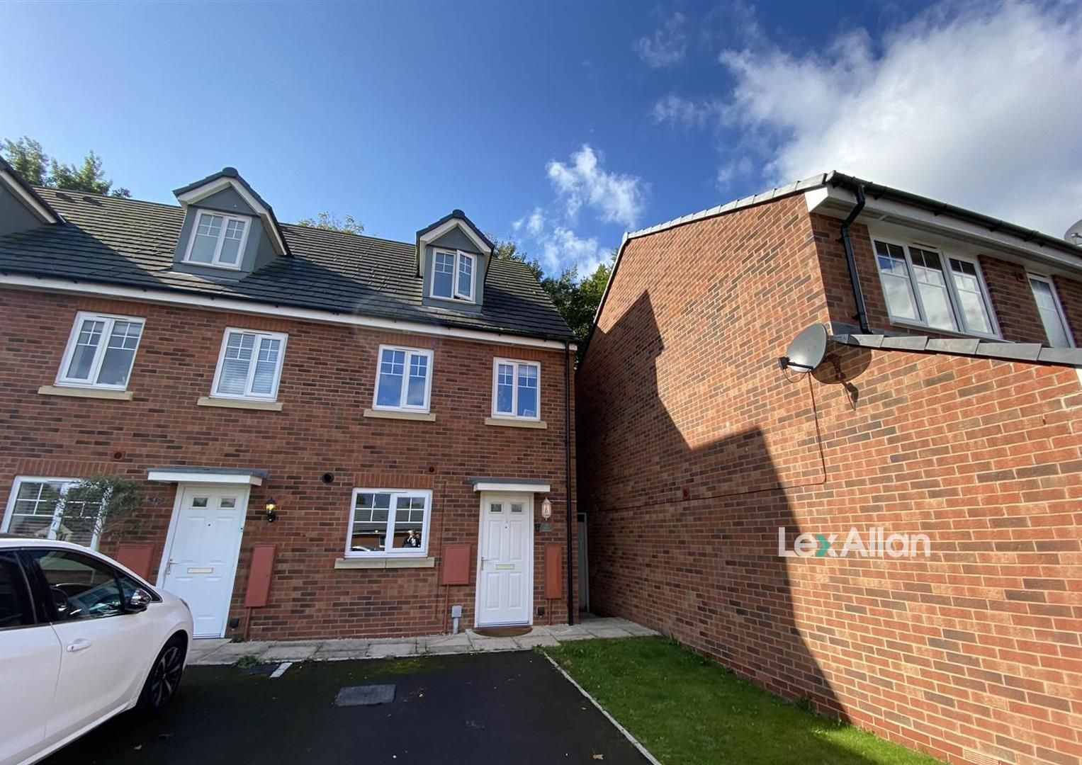 3 bed town-house for sale in Wollaston, DY8