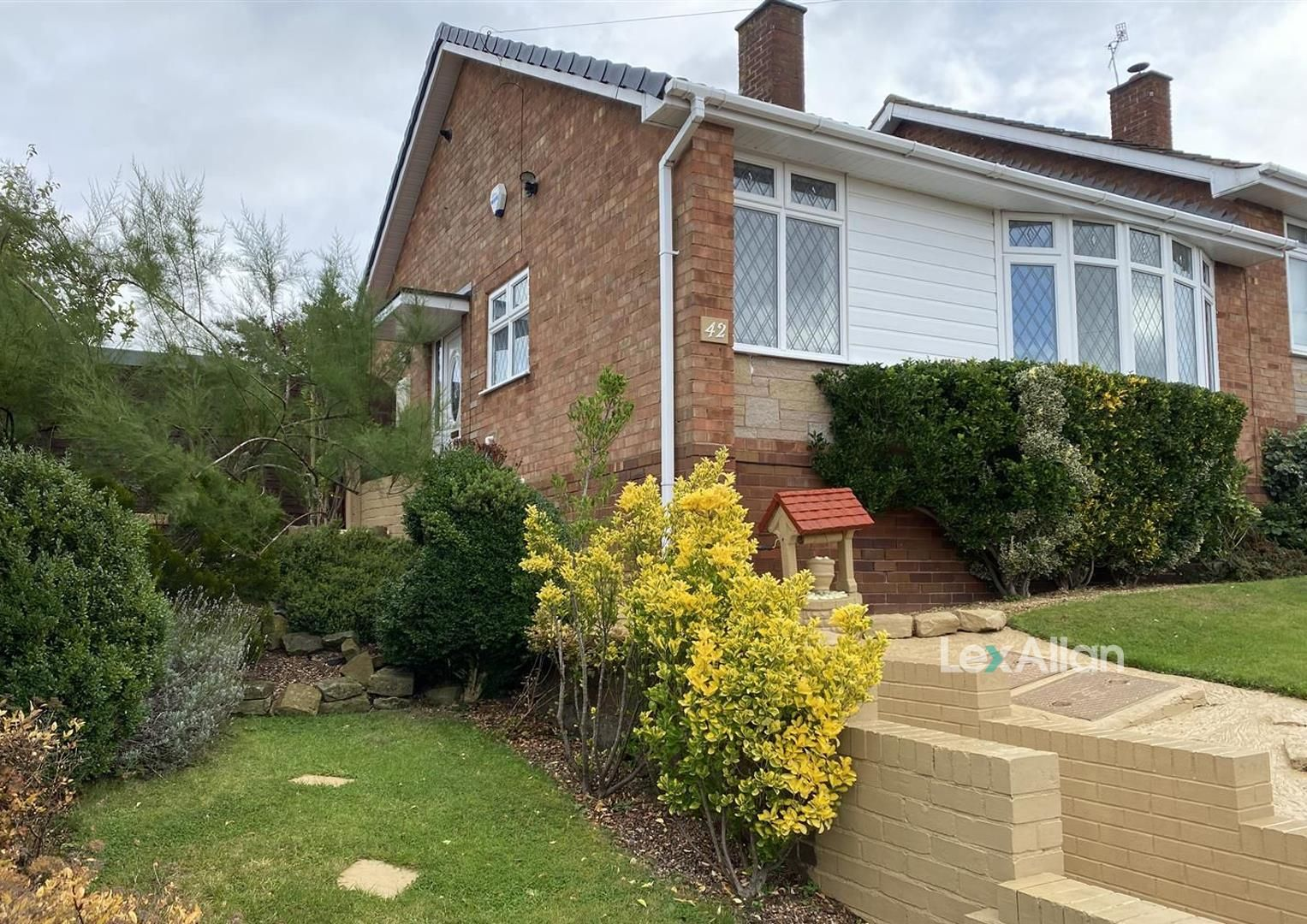 2 bed semi-detached-bungalow for sale, DY8