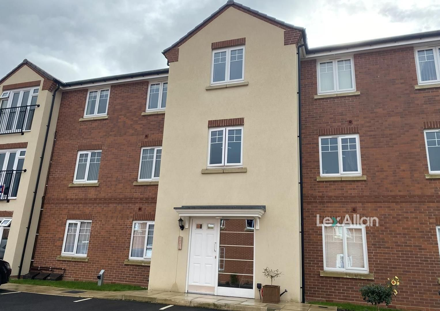 2 bed apartment for sale in Wollaston, DY8