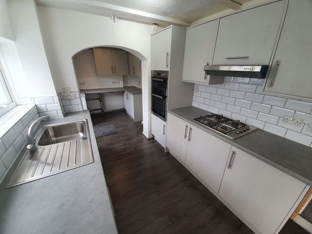 3 bed  to rent in Brierley Hill 2