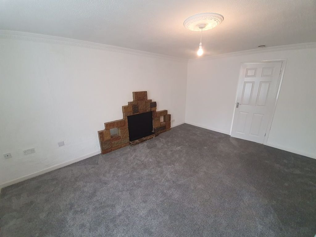 3 bed  to rent in Brierley Hill 6