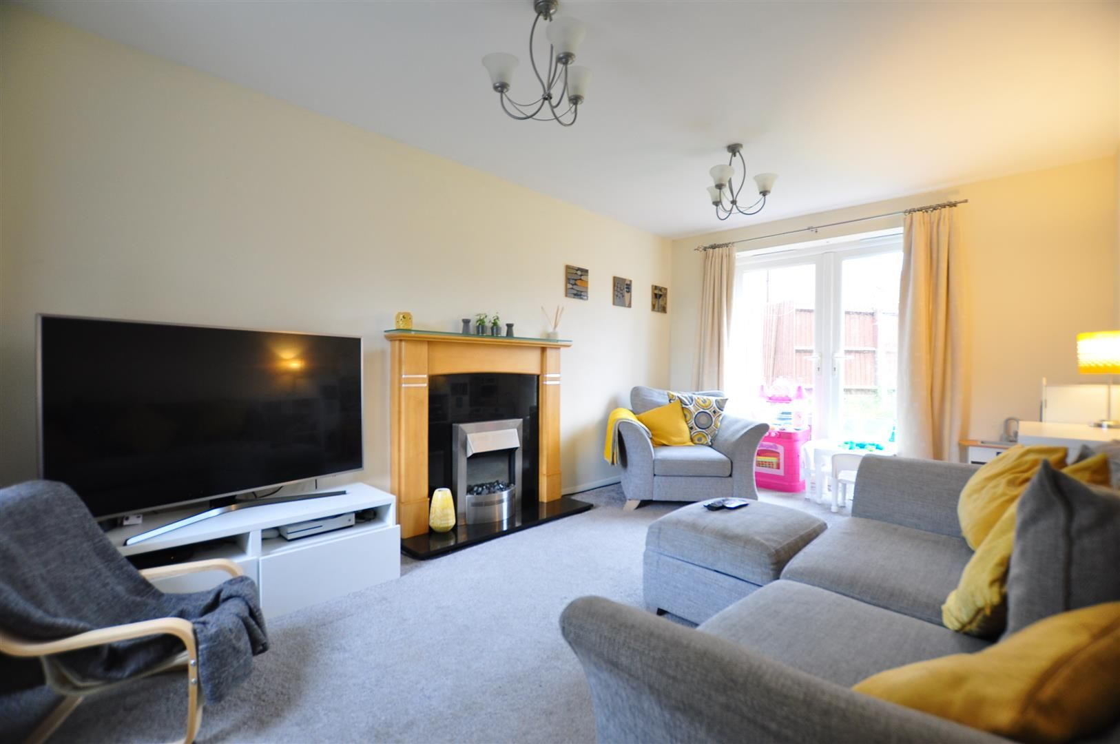 3 bed end-of-terrace for sale 2