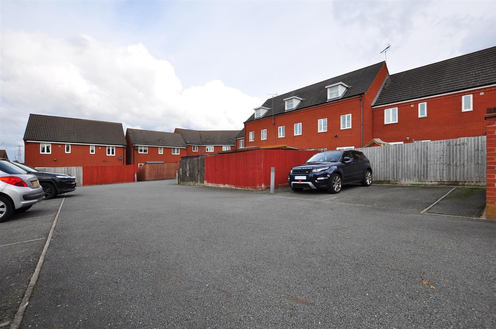 3 bed end-of-terrace for sale 16