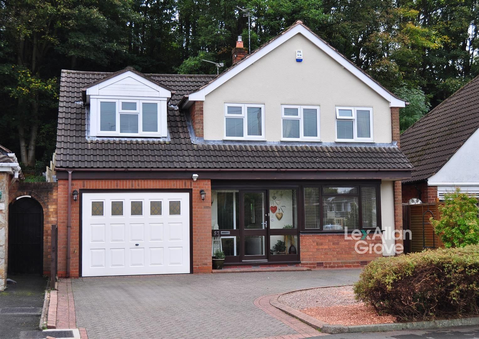 5 bed detached for sale, B64