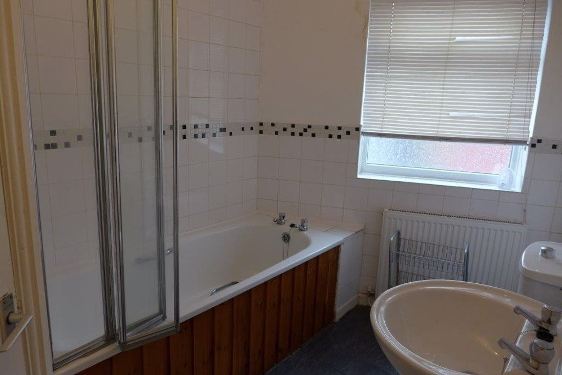 1 bed  to rent  - Property Image 8