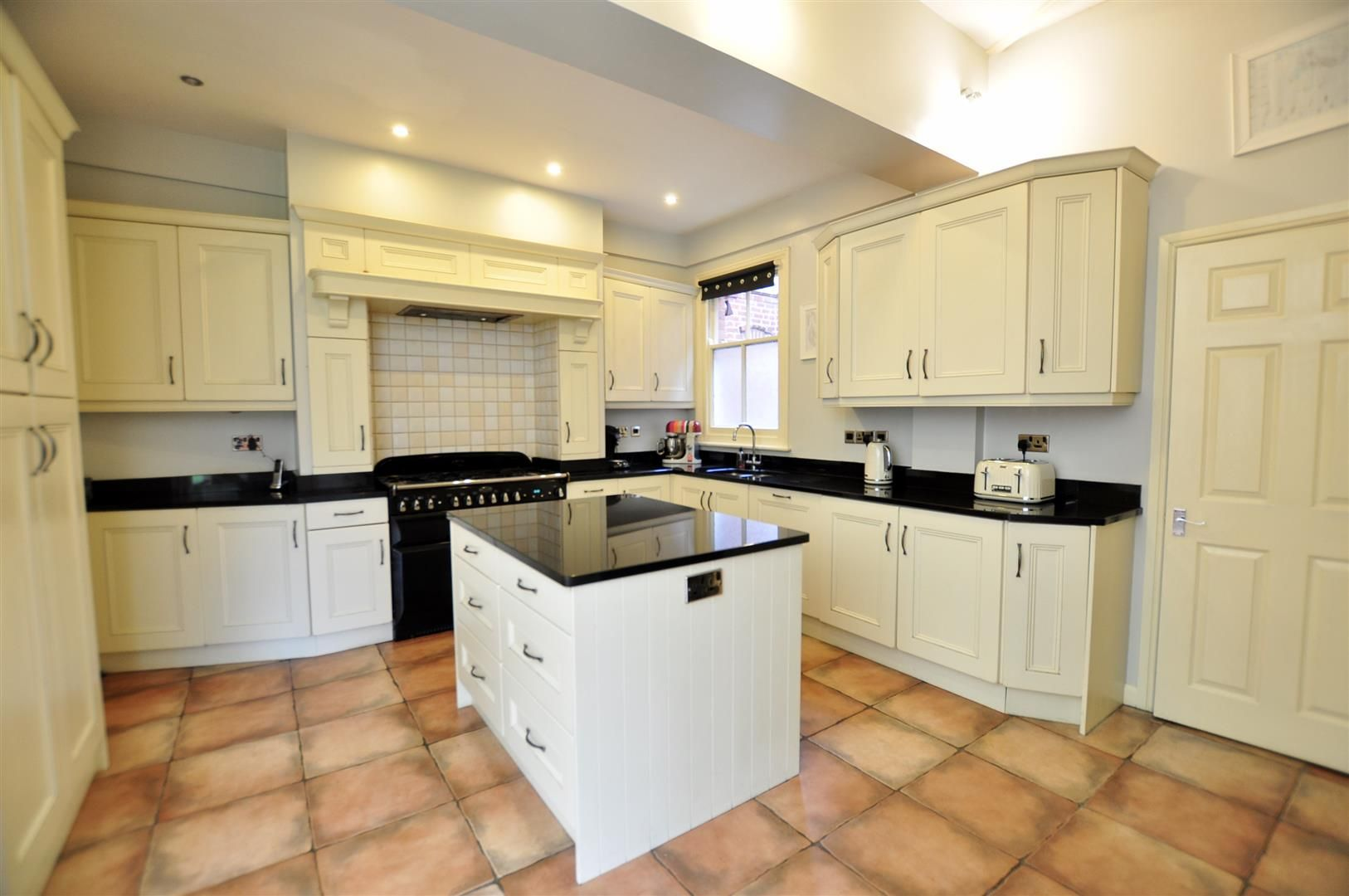 5 bed detached for sale in Hagley 10