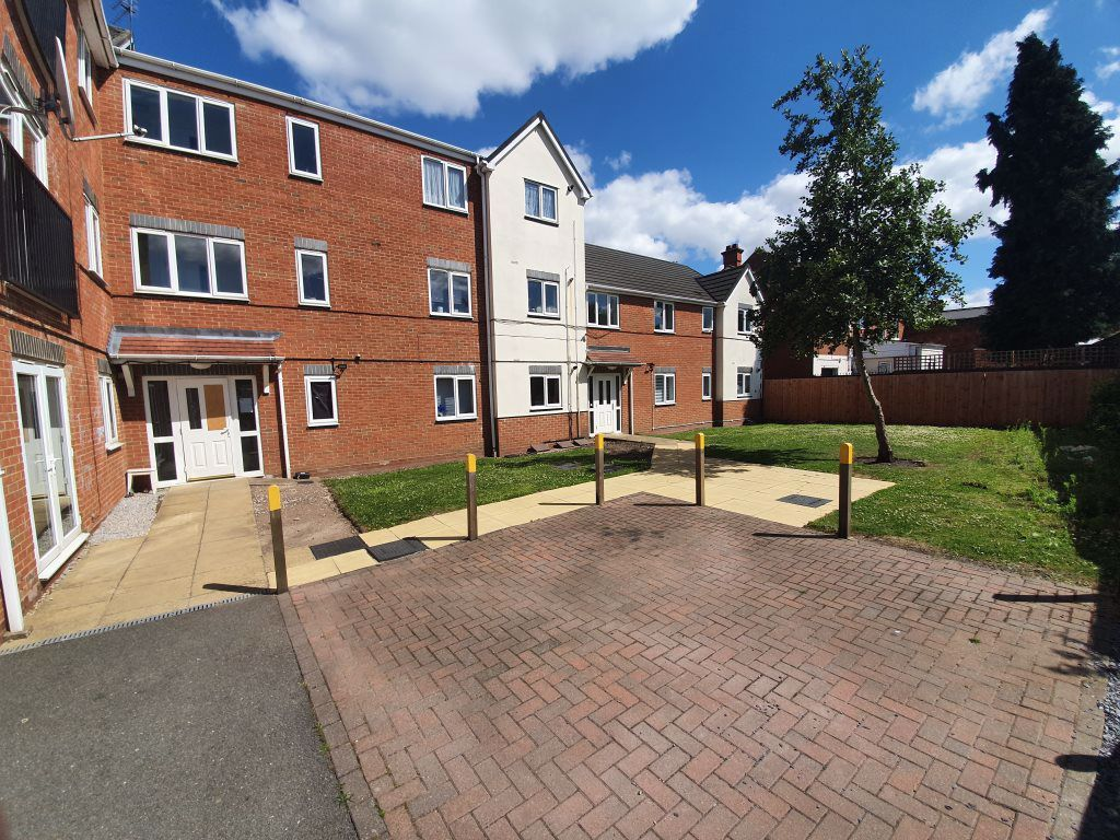 2 bed  to rent in Toll End Road 5