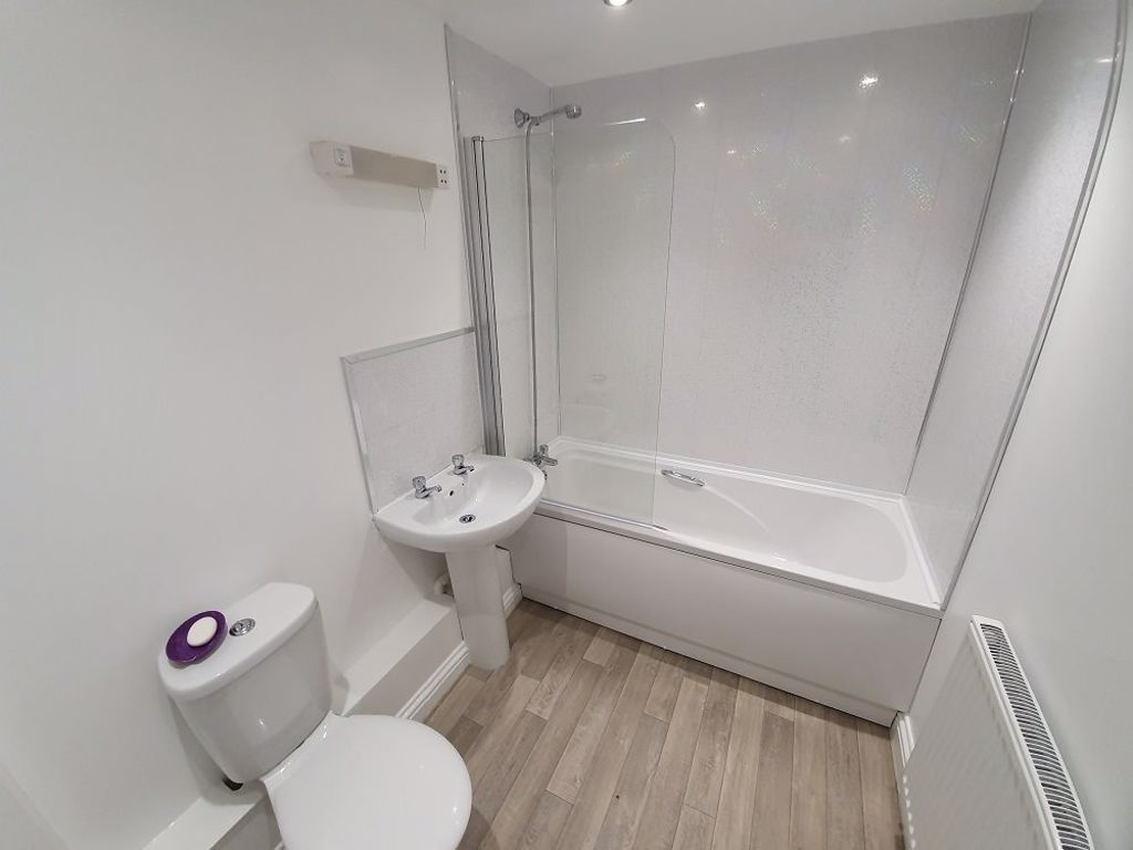 2 bed  to rent in Toll End Road 6