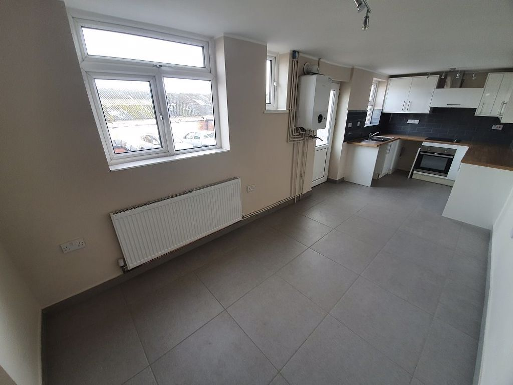 2 bed  to rent in Lye 6