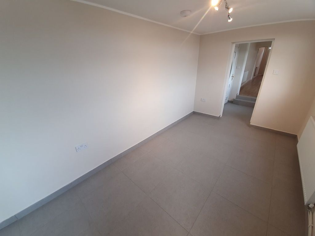 2 bed  to rent in Lye 7