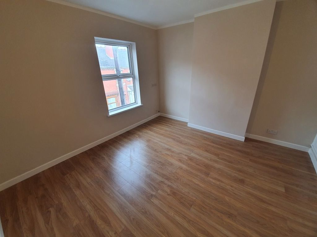 2 bed  to rent in Lye 9