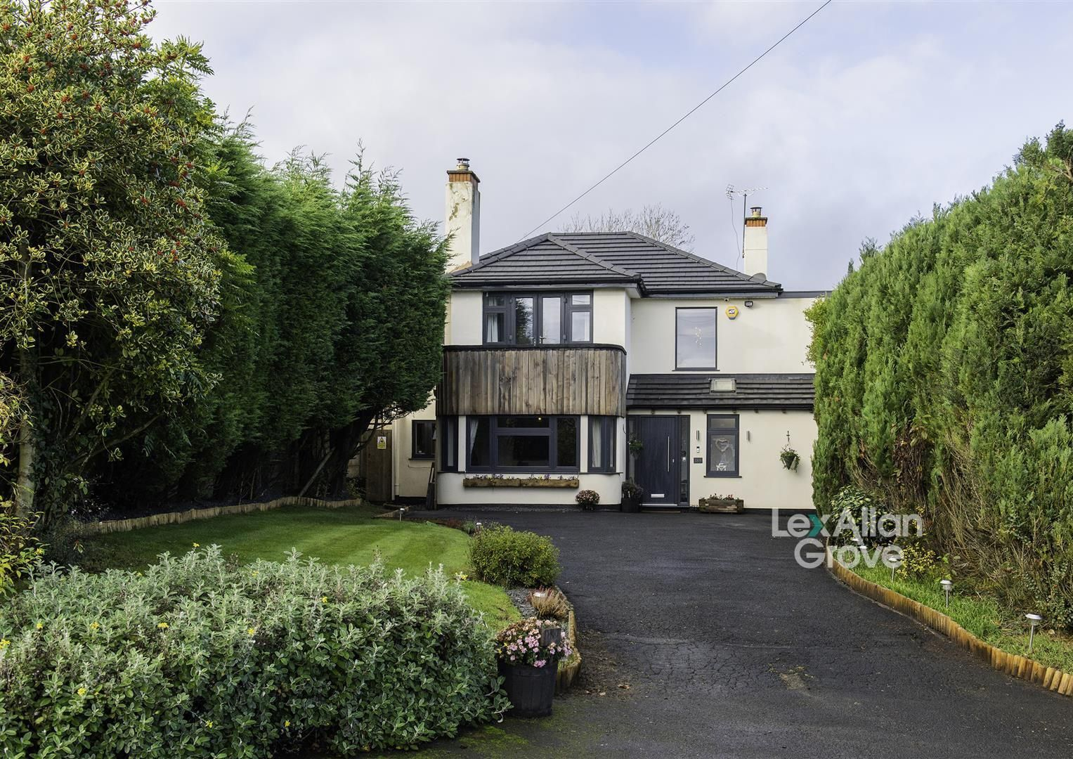 5 bed detached for sale in Hunnington, B62