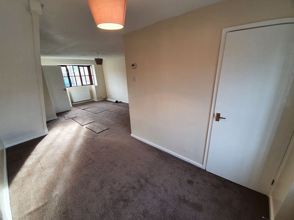 3 bed  to rent in Dudley 2