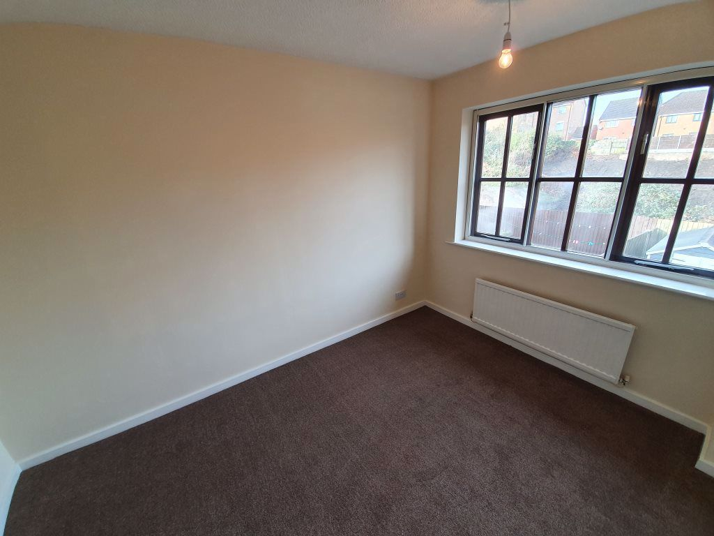 3 bed  to rent in Dudley 3