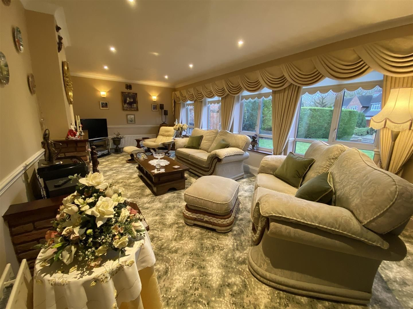 2 bed detached-bungalow for sale in Stourton 2