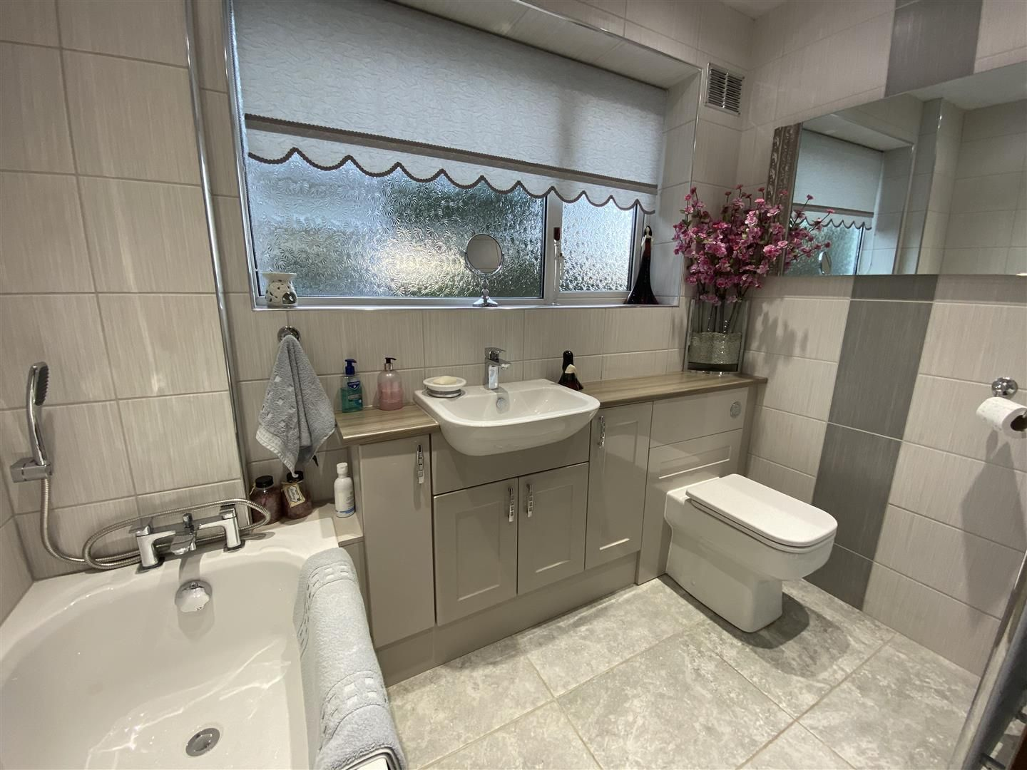2 bed detached-bungalow for sale in Stourton  - Property Image 16