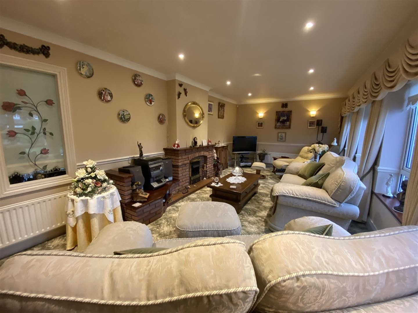 2 bed detached-bungalow for sale in Stourton 3