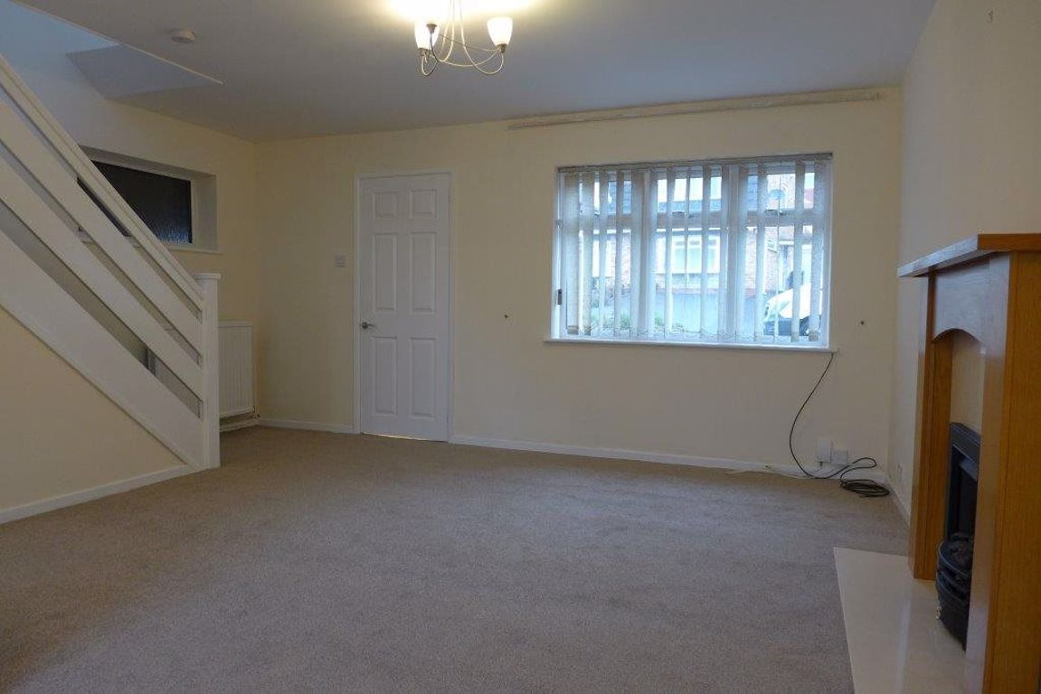 3 bed  to rent 6