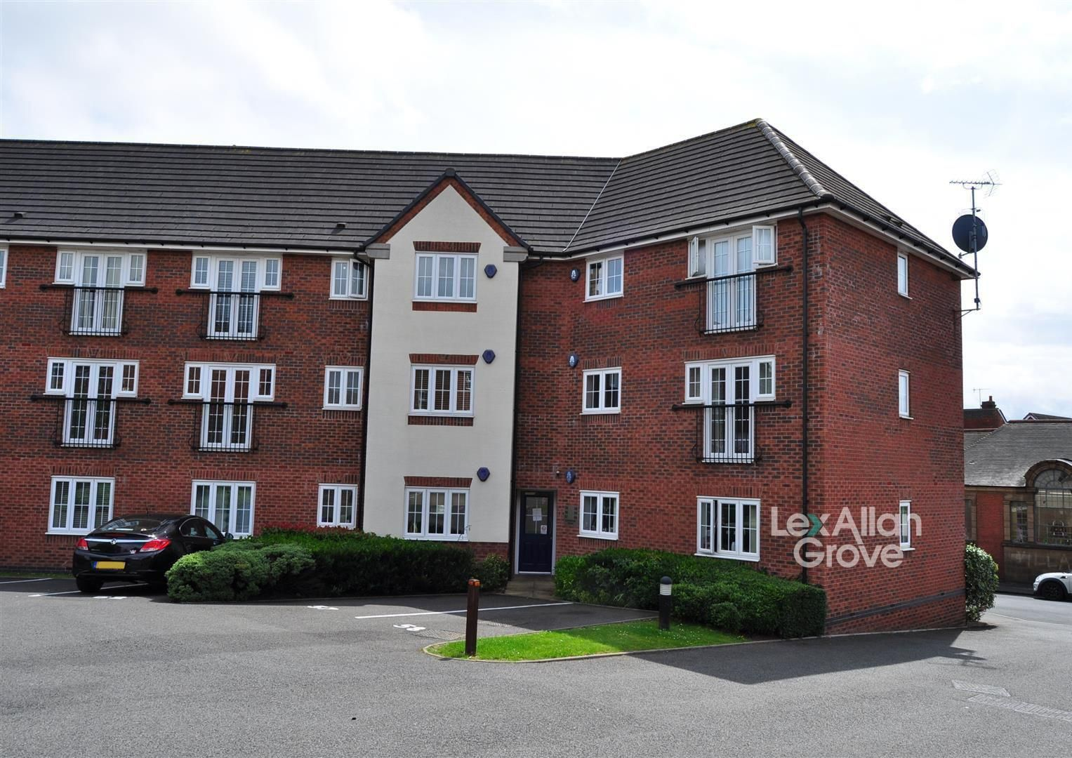 2 bed flat for sale, B65