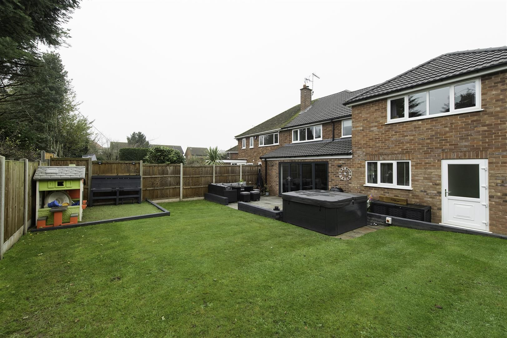 4 bed semi-detached for sale 39