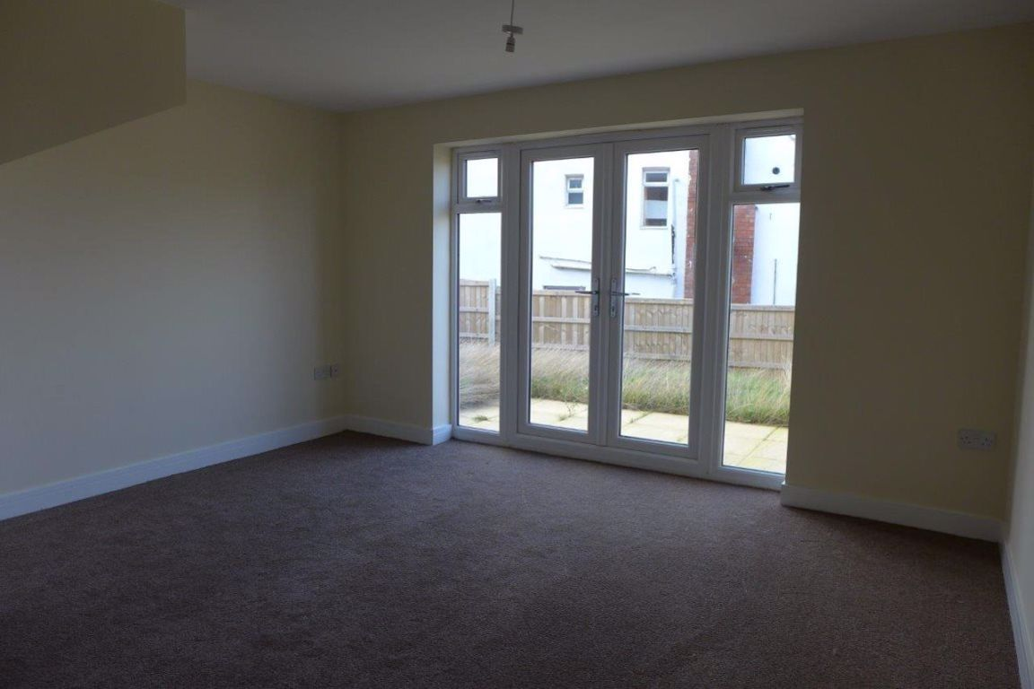 2 bed  to rent in Lye 2