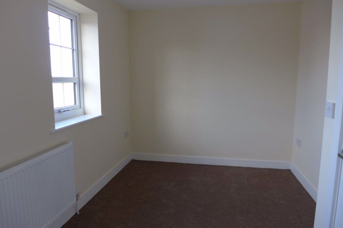 2 bed  to rent in Lye 13