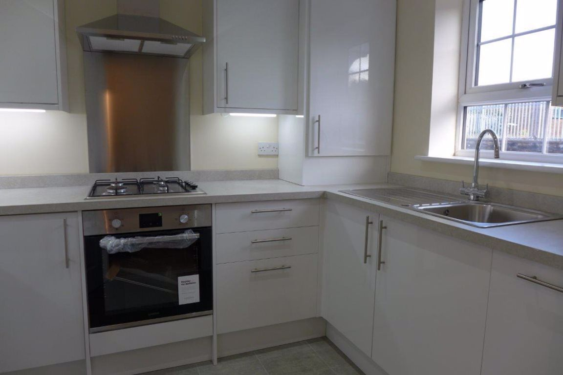 2 bed  to rent in Lye 5