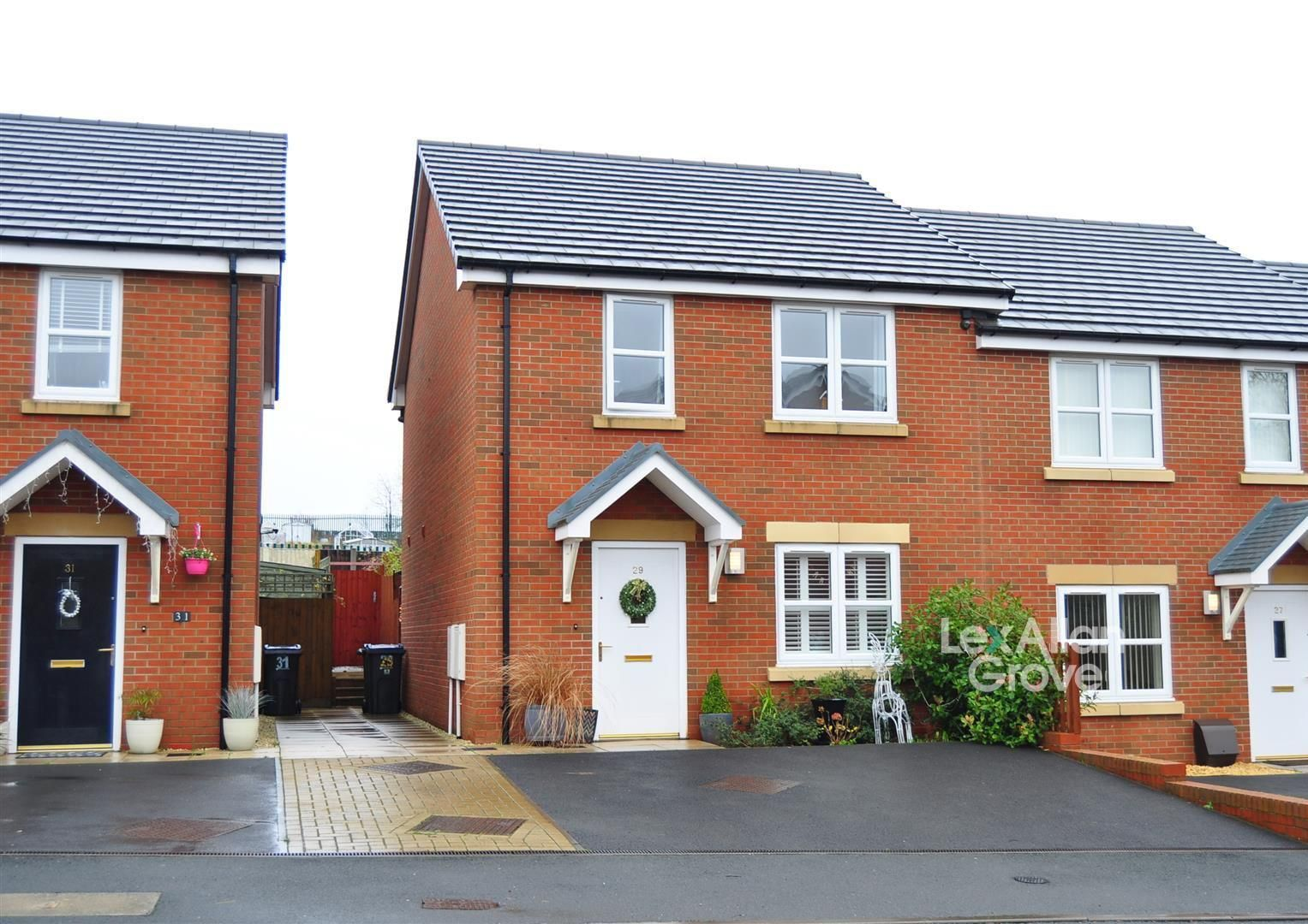 3 bed end-of-terrace for sale, B32