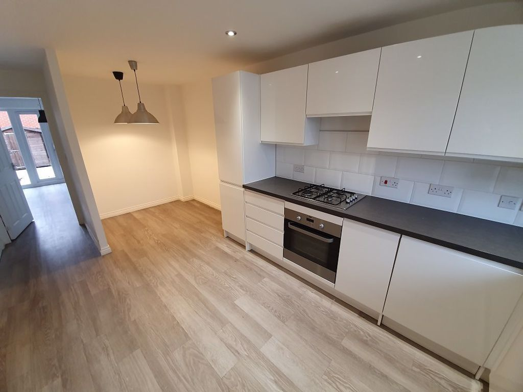 3 bed  to rent in Wollaston 5