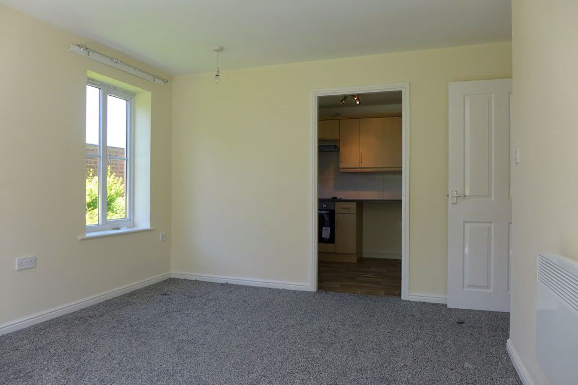 2 bed  to rent 4