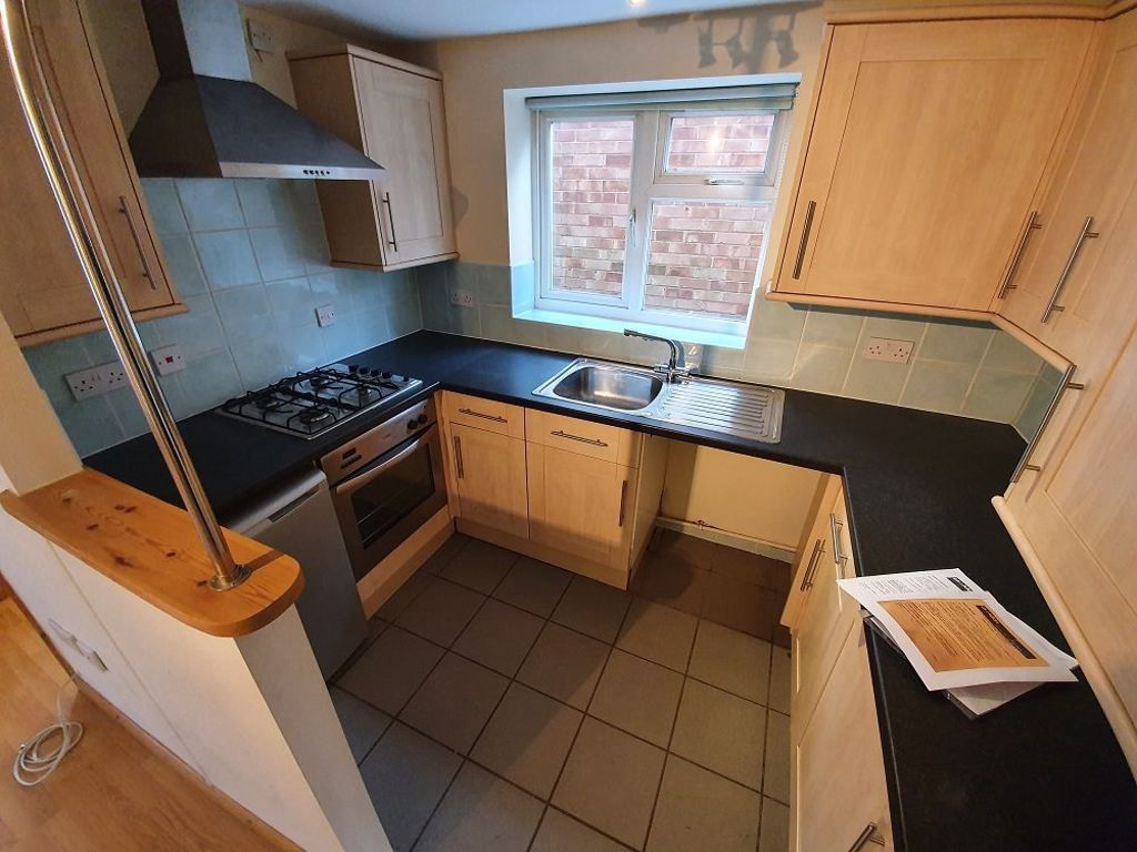 2 bed  to rent in Station Road, 2