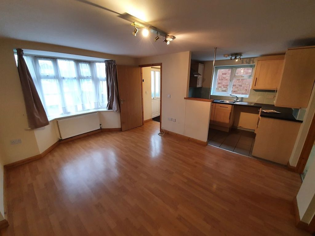 2 bed  to rent in Station Road, 3