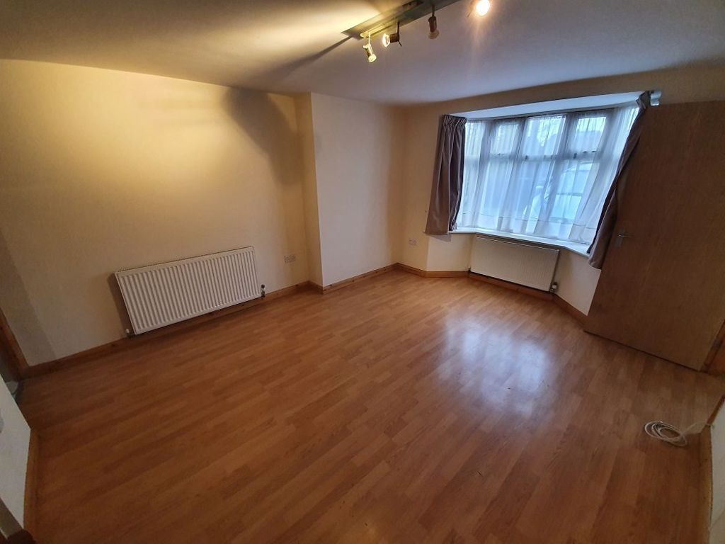 2 bed  to rent in Station Road, 4