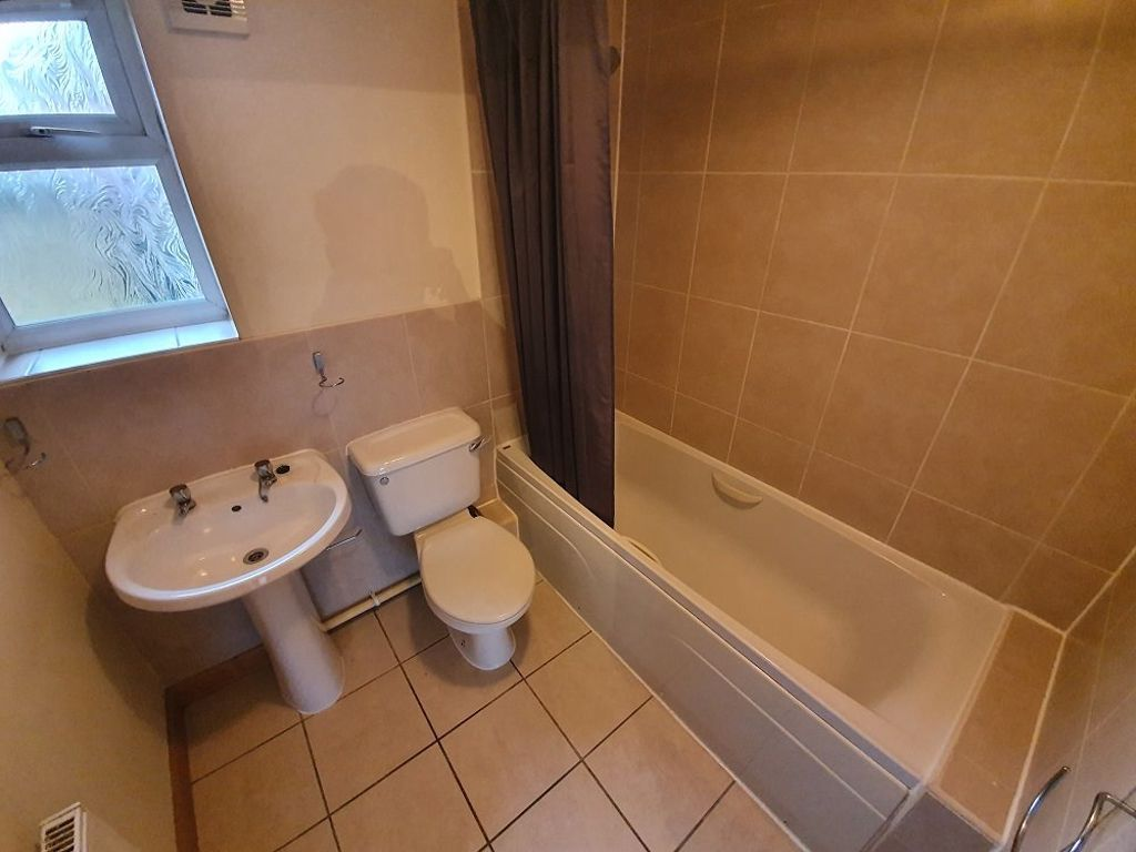 2 bed  to rent in Station Road,  - Property Image 7